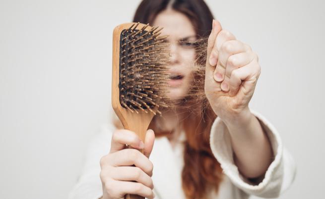 A queda de cabelo após o verão? Tornálos mais fortes, você pode, se você sabe como fazer