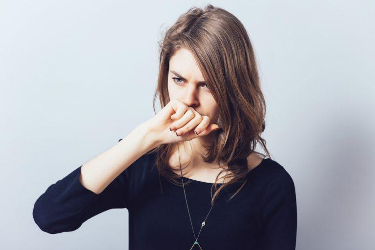 Tosse e dificuldade de deglutição são um desconforto na mesa: aqui estão as causas possíveis